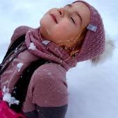 Endlich wieder Schnee ❄🌨 Eine Schicht aus Merinowolle unter dem Schneeanzug ist ideal für den längeren und unbeschwerten Spass draussen 🐑  www.merinomode.ch   #merinowool #merino #wolle #wool #lana  #laine #winterbekleidung #winter #schlittenfahren #schneespass #schnee #wollkleidung #babyausstattung #mamablogger #swissmom #onlineshopping #onlineboutique #knittinglove #knitting #winterinswitzerland #mütze #pullover #slowfashion #nachhaltigkeit #merinomode