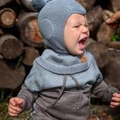 Da hat jemand richtig Hunger😍. Draussen schmeckt's am besten und noch besser in unserer Kleidung aus Merinowolle 😉🐑  Geniesst euren Tag🥰  #merino #merinowolle #wolle #wool #balaclava #mütze #schlupfmütze #warmeingepackt #pullover #herbst #herbstkollektion #neuigkeiten #natur #nachhaltigkeit #babyfashion #babyshop #schwangerschaft #neugeborenes #baby #kind #mamablogger #mamaleben #lebenmitkindern #onlineshopping #knitting #smallbusiness #merinomode
