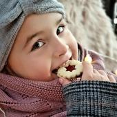 Z'Vieri an der frischen Luft mit der lieblings Decke und einem wärmenden Stirnband 😉👍  www.merinomode.ch  🐑 Decke Boorolla  🐑 Stirnband Swiss   #merino #merinowolle #wool #wolle #stirnband #kind #strickliebe #strickkleidung #knitting #decke #babydecke #kinderaccessoires #winteraccessories #winter #winterbekleidung #fashionkids #outfitinspiration #weihnachten #geschenkideen #kindergeschenk #nachhaltigkeit #qualität #merinomode #mamablogger #mamaleben #swissmom