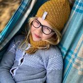 Sonntagschill in der Hängematte. 💙 Natürlich dürfen Accessoires von Meri Fairy nicht fehlen😉  Mütze Cormo und Schlauchschal Baweln findest du unter: www.merinomode.ch  Ich wünsche euch einen schönen Abend 😘  #merino #merinowolle #wool #wolle #laine #merinos #mütze #strickliebe #knitting #strickmütze #nachhaltigkeit #qualität #newbrand #kindermode #winteraccessories #herbstkollektion #herbst #accessories #instagirl #kinderfashion #slowfashion #onlineboutique #mamablogger #mamaleben #swissmom #merinomode