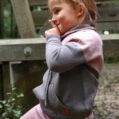 Pullover Lonk und Hose Churra aus reiner Merinowolle eignen sich ideal für einen unbeschwerten und langen Spass im Freien.🌱🐑  www.merinomode.ch  #merino #merinowolle #wolle #wool #neuigkeiten #herbst2020 #neuekollektion #babyhose #baby #kind #bequem #outfitinspiration #kidsoutfit #naturpur #nachhaltigkeit #natur #quality #kniting #kindermode #mami #swissmom #swissshop #onlineshopping #instaboy #merinomode #boutique #kinderbekleidung #swizerland #