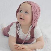 Helenka im Rompers und Mütze Poll😍 🐑🌿 Ich wünsche euch einen schönen Sonntag 😘  #wolle #wool #merinolove #lana #laine #altrosa #romperbaby #slowfashion #merinowool #rompers #frühling #sommer #mami #knitting  #babyausstattung #baby #kind  #swissmom #swissmomlife #schweiz #natur #eco #fashionkids #kinderoutfit  #vintagestyle #instagirl #instamädchen #merinomode